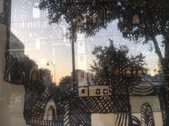 שירה גפשטיין מושקוביץ, פרט מתוך שער האריות, שמן על זכוכית חלון הגלריה. 2017