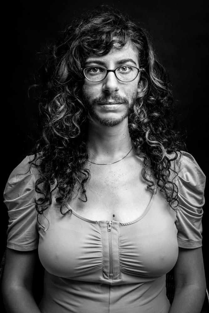אורלי איל לוי, צילום מתוך עבודת וידאו - המלוכדים שאציג בתערוכה